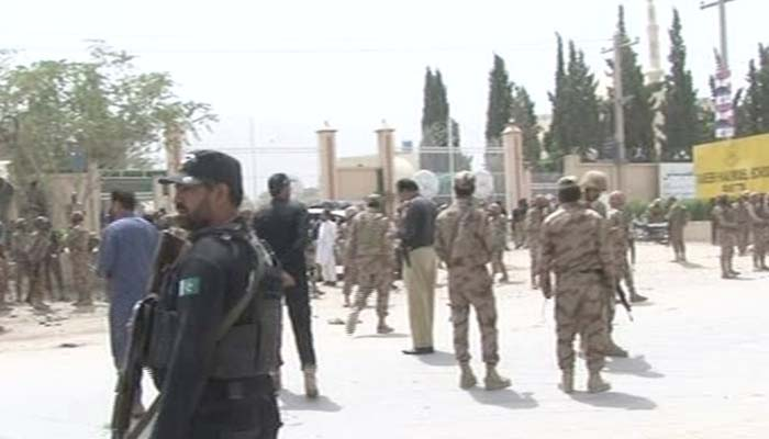 Law enforcement officers stand alert after a suspected suicide attack in Quetta left at least 20 dead and over 30 others injured on July 25, 2018. Photo: Geo News screen grab