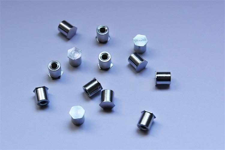不锈钢压铆螺母柱