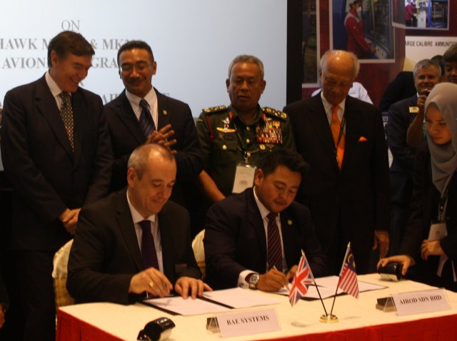 BAE Systems signed a MOU with the Malaysian company Airod at DSA 2016 64001