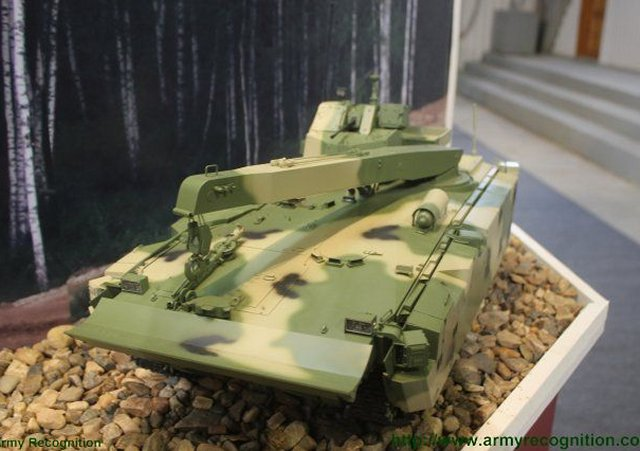 New recovery variant of the Kurganets 25 BMP appears at Russian Arms Expo 2015 640 002