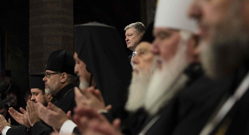 """Der ukrainische Präsident Petro Poroschenko beim """"Vereinigungskonzil"""" der Ukrainischen Orthodoxenkirche in Kiew"""