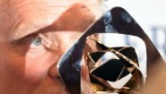 """Der Schauspieler Ulrich Tukur posiert am 27.03.2015 in Marl bei einem Empfang vor der Verleihung der Grimme-Preise 2015 mit dem Preis in der Kategorie """"Fiktion"""" für den Film """"Tatort -- Im Schmerz geboren"""". Foto: Henning Kaiser/dpa   Verwendung weltweit (enning Kaiser/dpa)"""