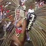A rainha @evelynbastosoficial representa a Esperança Garcia no desfile da verde e rosa. #carnavalrj #ofuxico #mangueira