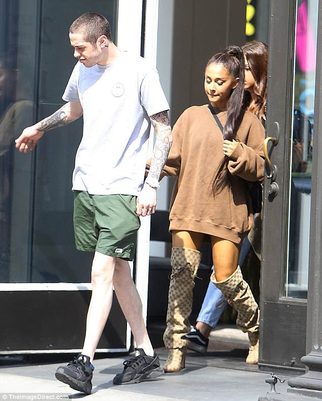 Stylish: Ariana stunned in a brown oversized sweater for the outing