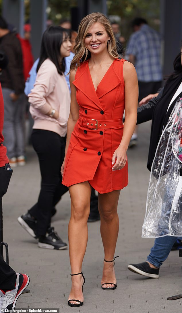 Fashionista:Walking onto the set, Miss Alabama 2018 model opted for a striking red dress with a belt around her waist