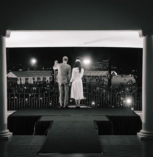 The carousel of nine carefully selected images ends with an arty black-and-white shot of the couple