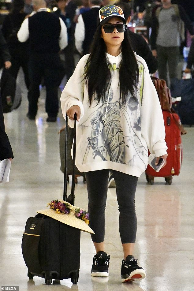 Red eye flight: On Wednesday, Nicole Scherzinger had no 'buttons' for anyone to 'loosen up,' donning a super casual hoodie and yoga pants as she arrived in Australia
