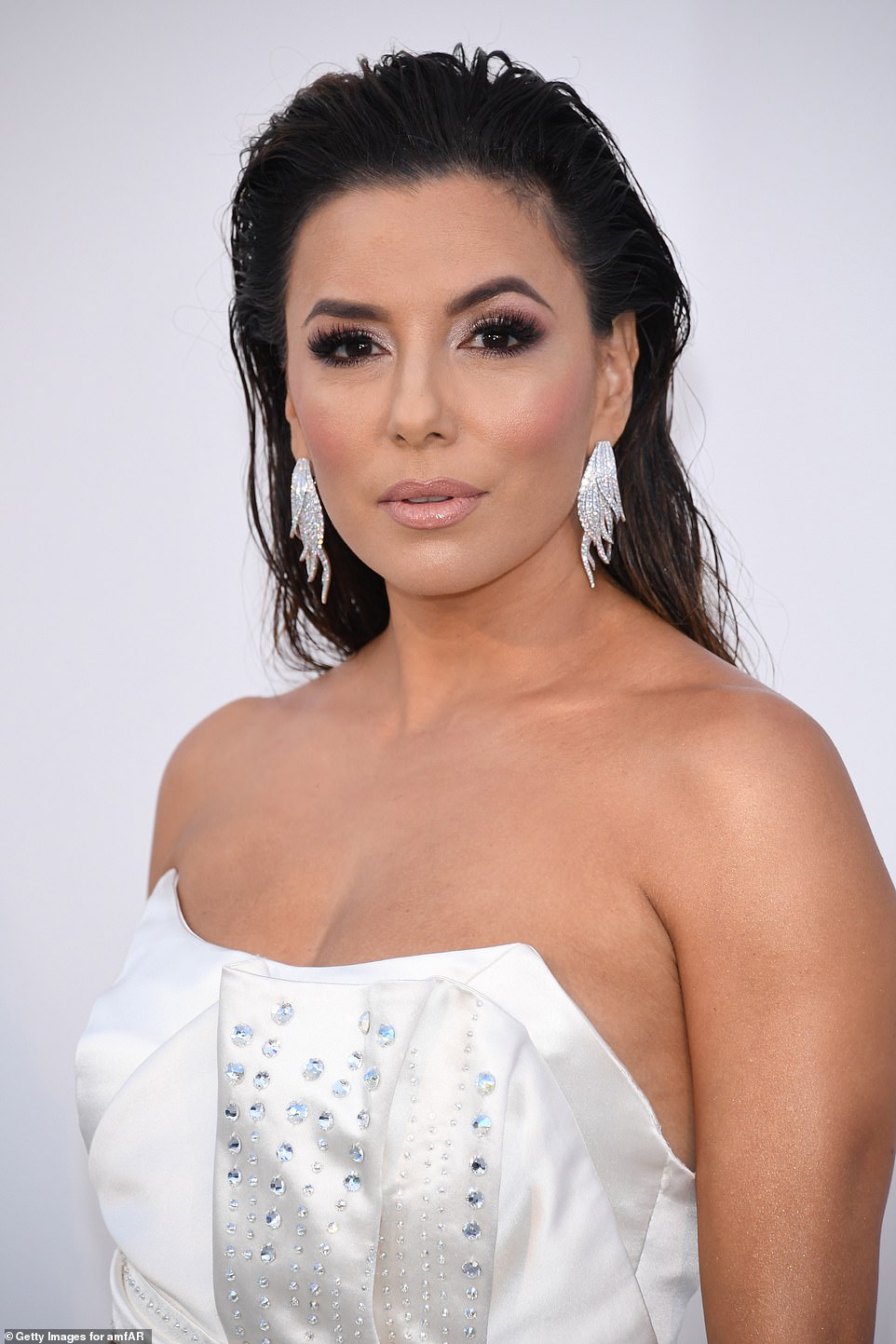 Stunning: Eva looked utterly gorgeous with a contoured make-up base, complete with nude lipstick, smokey eyeshadow and topped off with glittering drop earrings