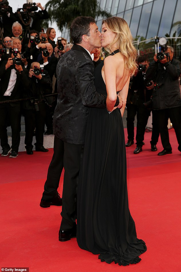Kiss!Antonio and Nicole packed on the PDA at the Cannes Film Festival premiere of his new movie Pain And Glory on Friday