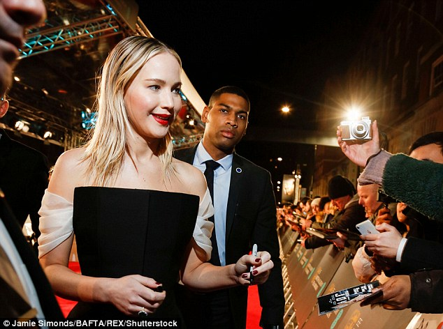 Another freezing night! On Sunday evening, JLaw braved the British chill again in a stunning bare shoulders gown as she arrived to present an award at the BAFTAs