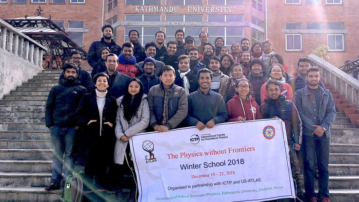 """""""Physics without Frontiers"""" class of 2018 group photo"""