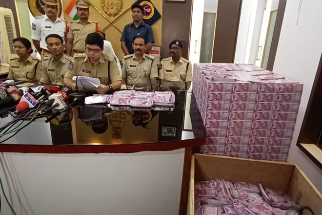 The police authorities have also seized 320 bundles of Rs 2,000 denomination fake notes. (ANI Image)
