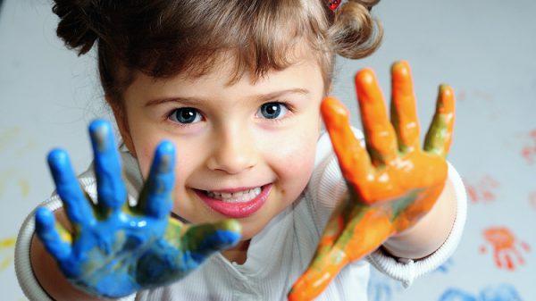 rebenok v kraske e1488389669867 - 21 совет, как воспитать достойного ребенка