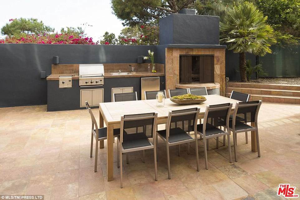 Outdoor cooking: With the glorious Californian weather, the outdoor cooking space and pizza oven are ideal