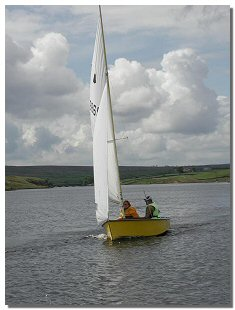 Picture of a sailing dinghy on Selset Reservoir