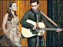 Reese Witherspoon and Joaquin Phoenix in Walk the Line