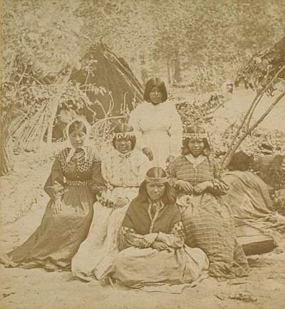 1584 - Five Marriage age girls. One wears Paiute collar.