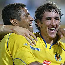 Villarreal CF's Gonzalo Rodríguez (right) and Sonny Anderson celebrate a goal en route to winning the 2004 Intertoto Cup