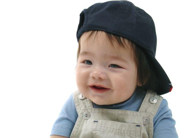 Cute baby names-baby wearing baseball hat