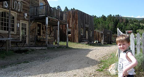 old fashioned cowboy town where you can rent rooms