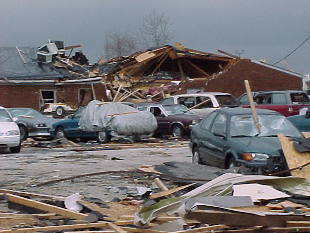 Photo of heavily damaged building and vehicles in Owensboro