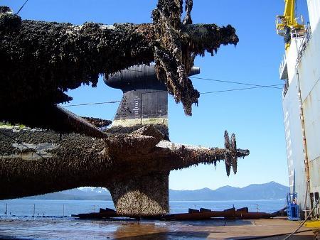 Detalle de la popa de los submarinos tras ser reflotados