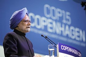 Manmohan Singh addresses a session of the United Nations Climate Change Conference 2009