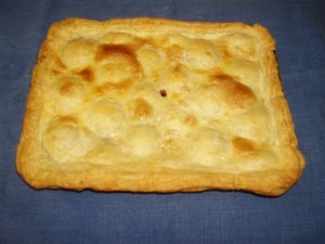 Plum pie baked by Rosemary Clarkson to replicate Cresy's finding. Note the near hexagonal shape of the darker area near the top left corner. Photograph © Rosemary Clarkson.