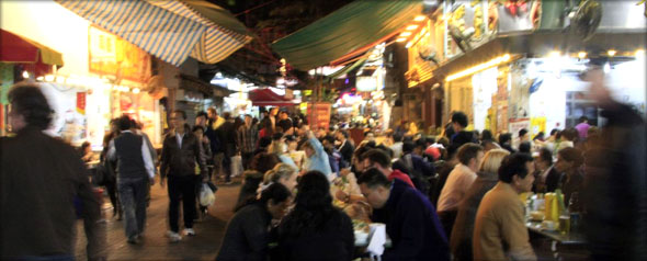 Temple Street night market. Photo credit - Savannah Grandfather.
