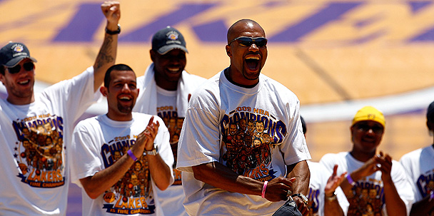 Lakers Celebrate Title With Fans in Packed L.A. Coliseum