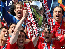 Manchester United celebrate the Premier League title