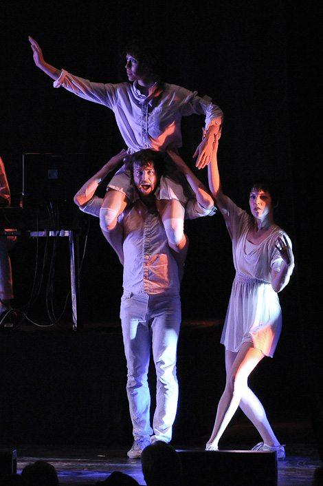 David Byrne dancers