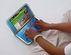 Un double écran dont l'un des deux peut se transformer en clavier tactile.