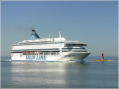 Silja Line заходит в пролив