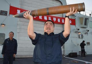 """高清:中国海军护航官兵国庆假期的""""全运会"""""""