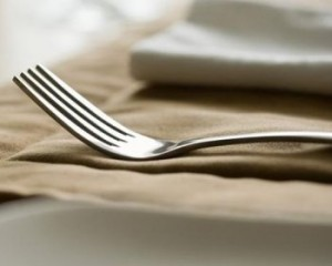 lose weight, bigger fork, want to lose weight, big fork,lesser amount of food