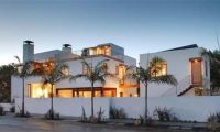 Modern and Luxury L-Shaped Venice Home Design Ideas