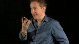 Dan Simmons talks to Siri on the iPhone 4S