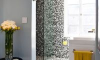 Unique Bathroom with Custom Mosaic Tiles – a Pixelated Bathroom Design