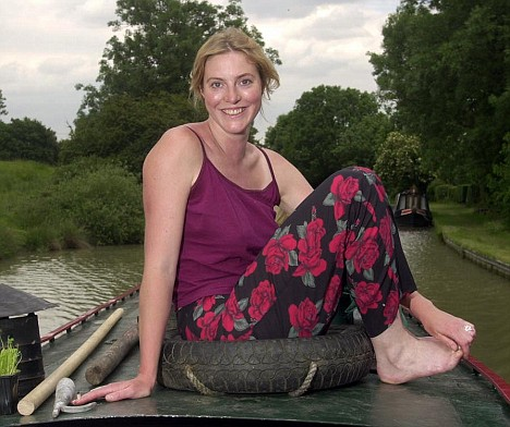 The eldest sister Anna Winslet runs a small theatre production company with her husband Edmund Harcourt