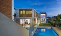 Contemporary Luxury L-Shaped Clovelly Residence Design
