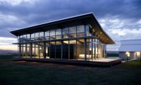 Contemporary Glass Square Home Design – Farmhouse with GLazing Wall by Olson Kundig Architects