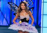 Lily Aldridge défile pour Victoria's Secret