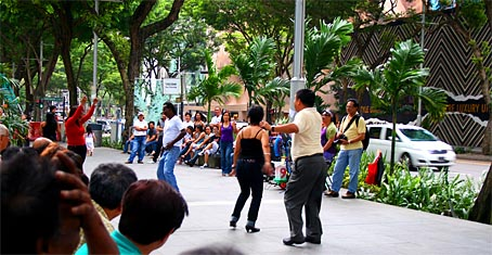 Orchard Road Spontaneous Jam Session fueled by Philippine Musicians