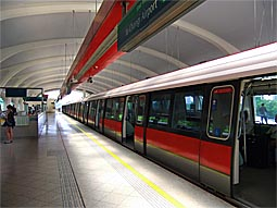 MRT Singapore Aljunied Station