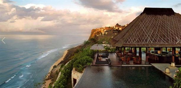 Restaurant and pool with sea view at Luxury and Natural Bulgari Resort in Bali