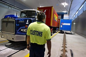 customs generic. ex bne. to afr. pix robert rough. 030620 == generic, australian custom, drugs, search, x-ray, ports, containers, shipping, imports, banned cargo, customs officer watches as a container truck is positioned to be x-rayed at the brisbane customs centre. SPECIALX 19327 ***afrphotos.com***