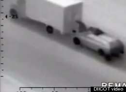 Daredevil Thieves Rob Moving Truck