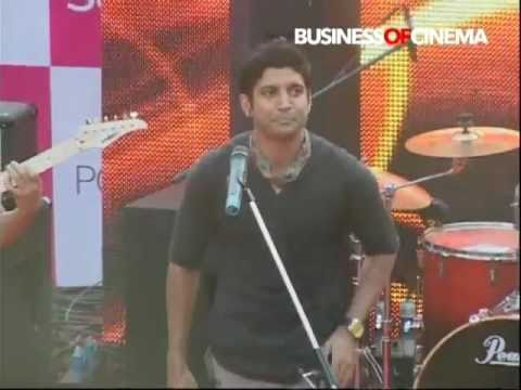 Farhan Akhtar performs at Ponds Fun in the Sun Concert
