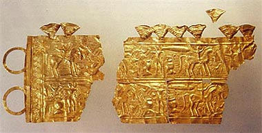 Figure 44.  Gold diadem from Moñes (Asturias). (After Perea 1995).
